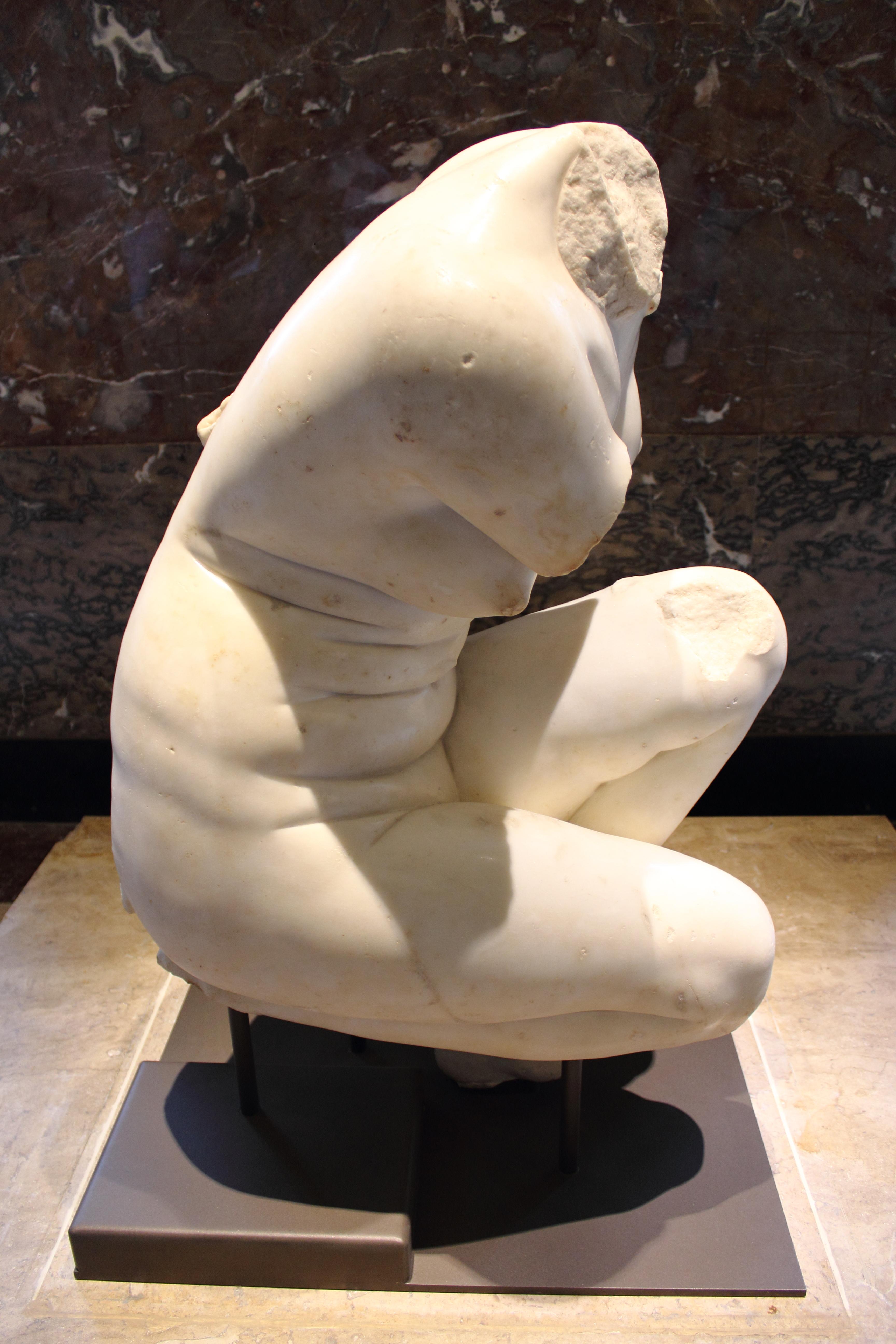 Kneeling Aphrodite at the Louvre, Aspasía S. Bissas