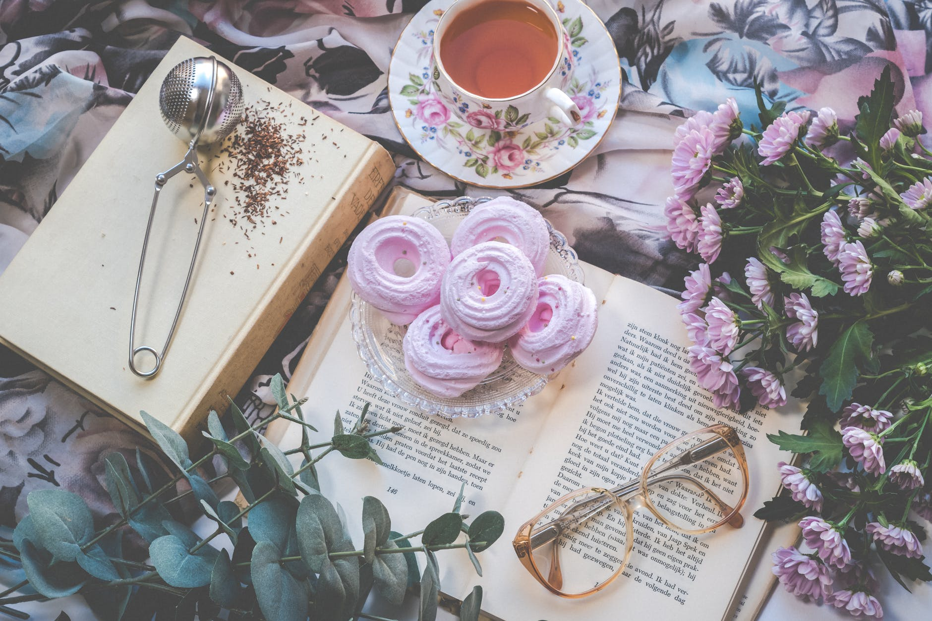 Book Tag: Spring Cleaning Book Tag blog post by Aspasia S. Bissas