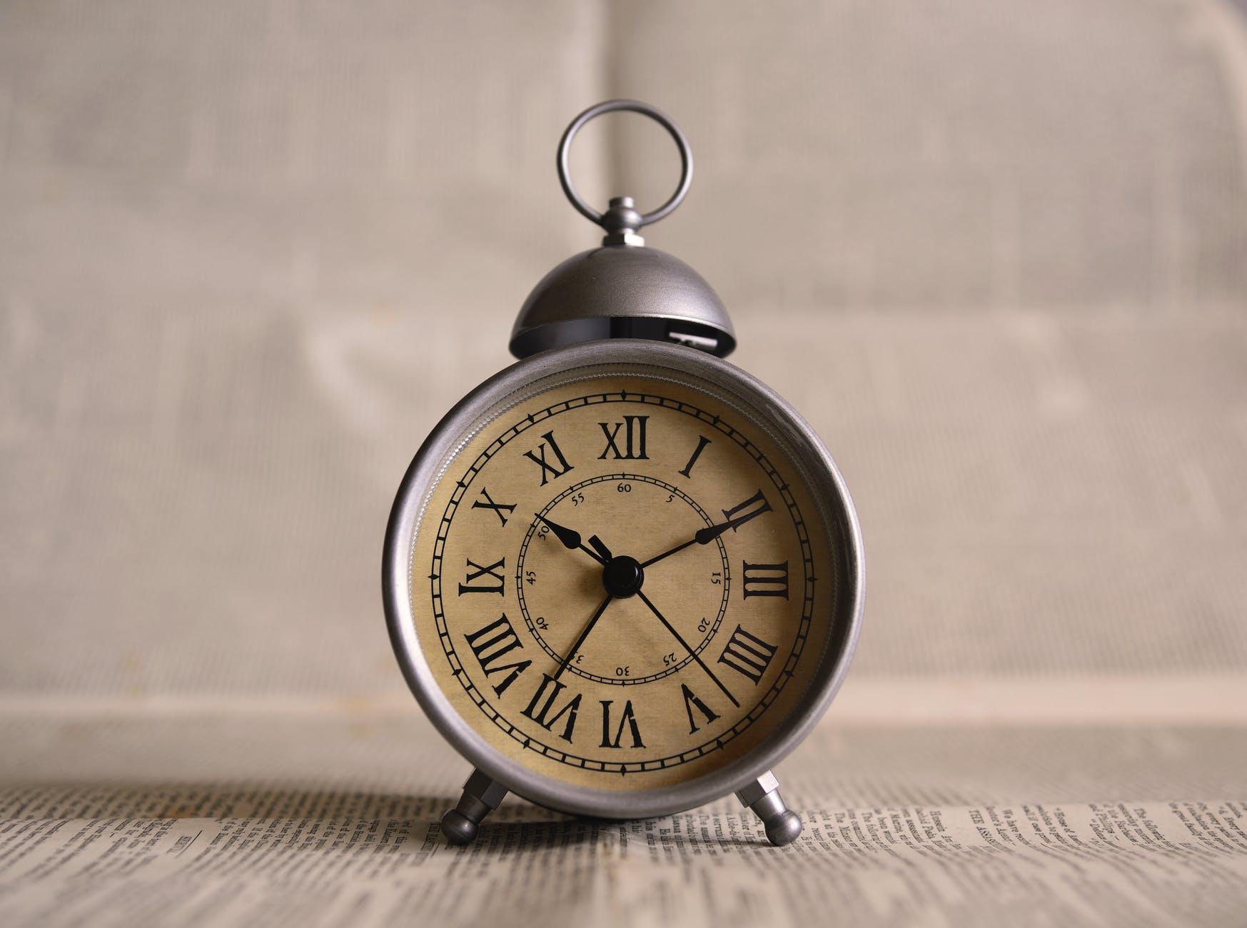 6 writing tips from writers, blog post, writers, writing, writing tips, writing hacks, writing advice, time, clock, alarm clock, old fashioned alarm clock, blog, how to be a better writer, writers' advice, authors' advice, aspasiasbissas.com
