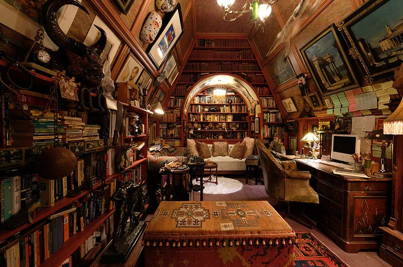 10 Inspiring Library Attics, blog post by Aspasia S. Bissas, books, book collection, decorating, decor, home, home library, attic, attic reno, attic design, aspasiasbissas.com, knives out